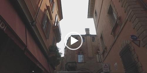 From-piazza-Maggiore-to-the-school in Bologna