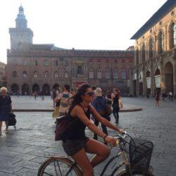 piazza maggiore bologna people